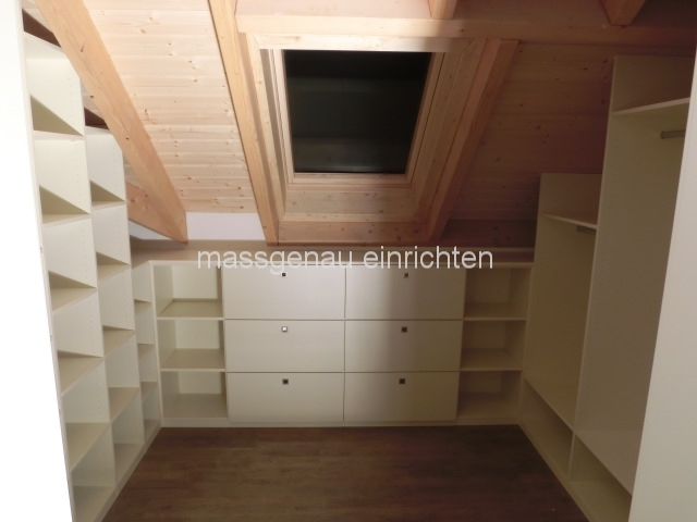 begehbarer kleiderschrank dachschr ge hinten neuesten design. Black Bedroom Furniture Sets. Home Design Ideas