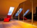 Einbauschrank-mit-Spiegel-Schiebetüren-unter-Dachschräge