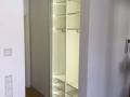 Schiebetüren Weiß mit LED-Beleuchtung vor Einbauschrank