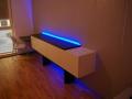 017_Sideboard mit LED-Beleuchtung und kleiner Arbeitsplatz