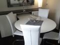 Sideboard und Tisch für Sitzgruppe