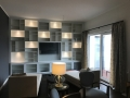 Einbauschrank Regalwand mit LED-Beleuchtung
