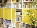 Wohnzimmer Regale nach Maß mit lackierten Drehtüren